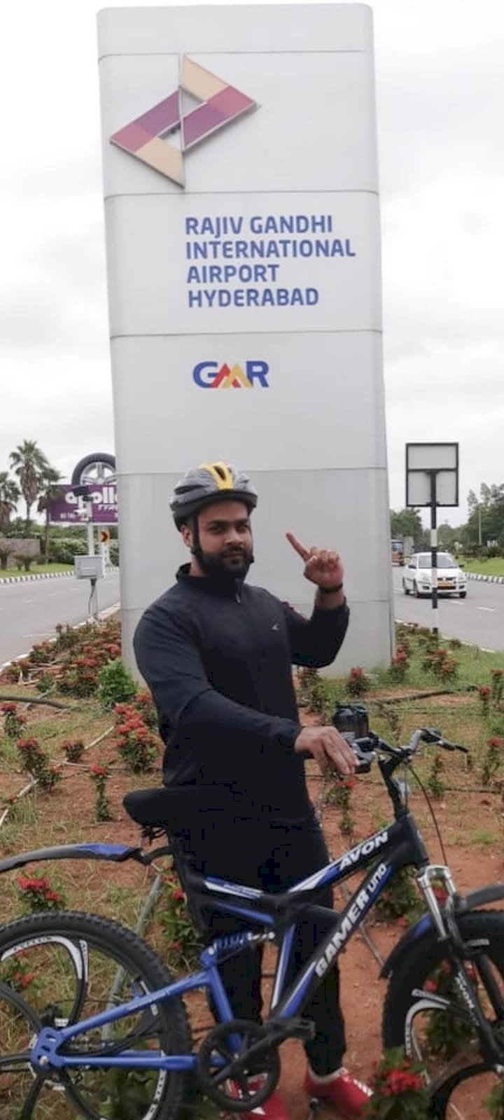 Mohsin, a physio, could not help his clientele during COVID. So he made them cycle to stay fit!