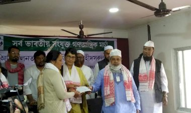 Badruddin Ajmal gives financial assistance to families of youths, killed during CAA protest