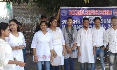 NSS volunteers bring laurels for AMU.