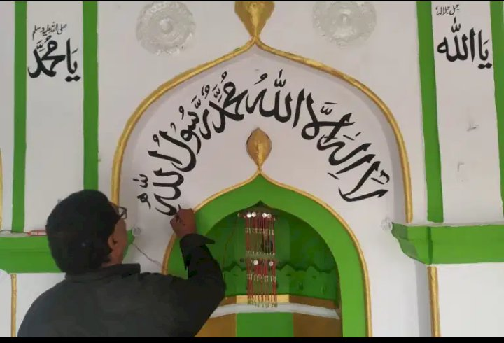 From tracing to learning Urdu - A Hindu calligrapher who adorned 200 plus mosques